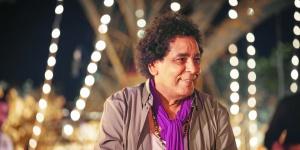 """بـ""""الكمامة"""".. كواليس أغنية محمد منير الجديدة """"الناس في بلادي"""""""