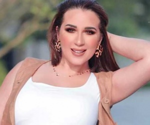 """بعد جدل انفصالهما.. ابنة شريف منير عن عمرو دياب ودينا الشربيني: """"عيب البيوت أسرار"""""""