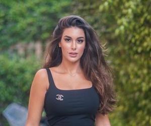 صورة  ياسمين صبري تثير الجدل ببطن منتفخ.. هل هي حامل ؟