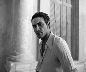 """آسر ياسين يحذر جمهوره من حساب مزيف ينتحل شخصيته على """"تويتر"""""""