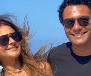 """بصور مع آسر ياسين على البحر.. نيللي كريم تشوق الجمهور للجزء الثاني من بـ""""100 وش"""""""